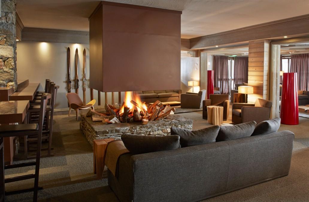 Hôtel Fitz Roy Val Thorens meublé par Bel Oeil Nice Cannes Monaco - mobiliers Maxalto Carl Hansen E15 Gervasoni