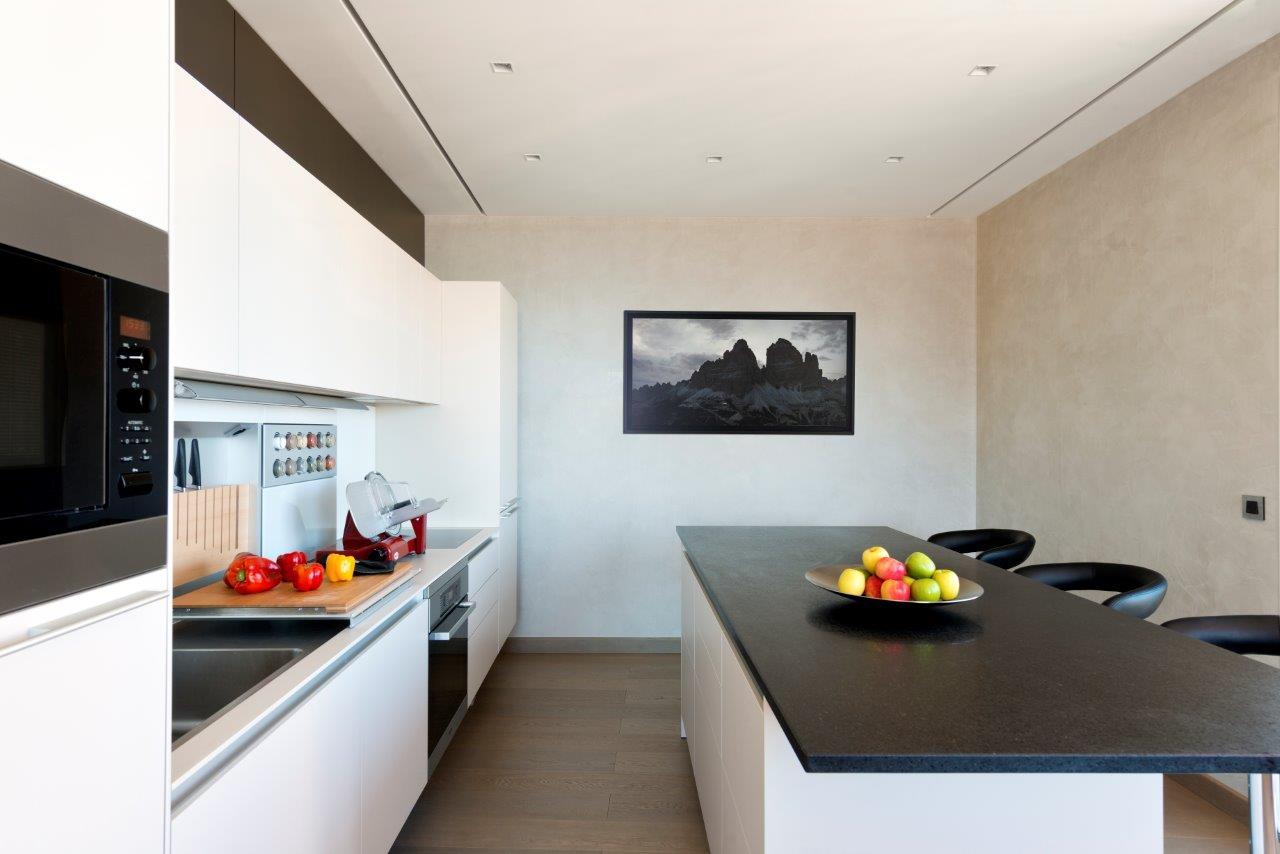 cuisine bulthaup b3 monaco avec oeuvre Denis Cartuyvels