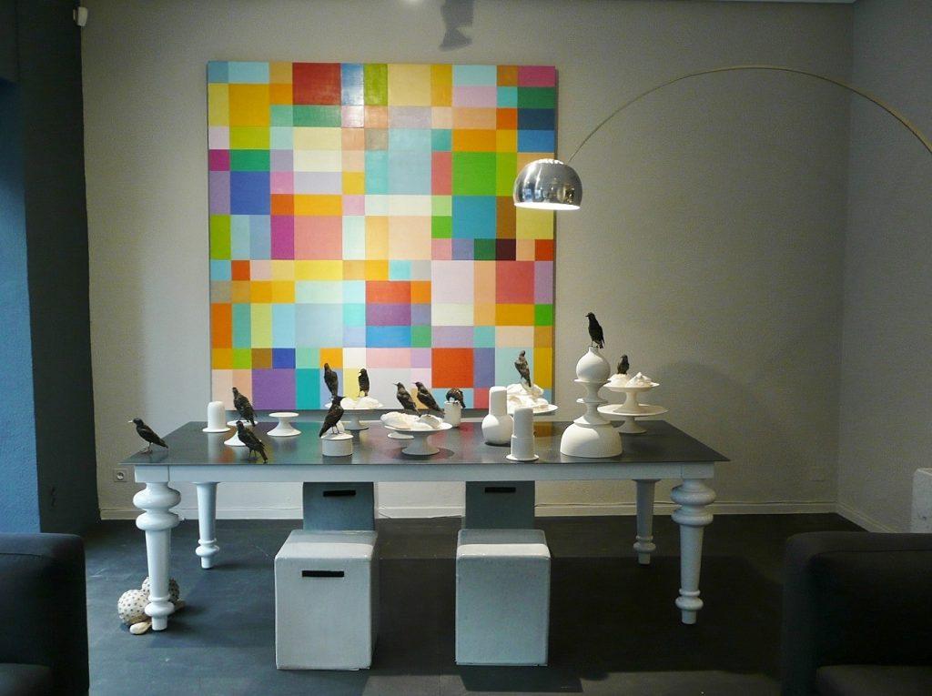 Loft Bel Oeil Nice Cannes Monaco - table Gervasoni - lampe Flos Castiglione Arco - oeuvre G. Meurant