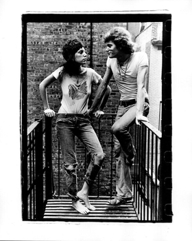 Patti Smith & Robert Mapplethorpe facing off - 1971