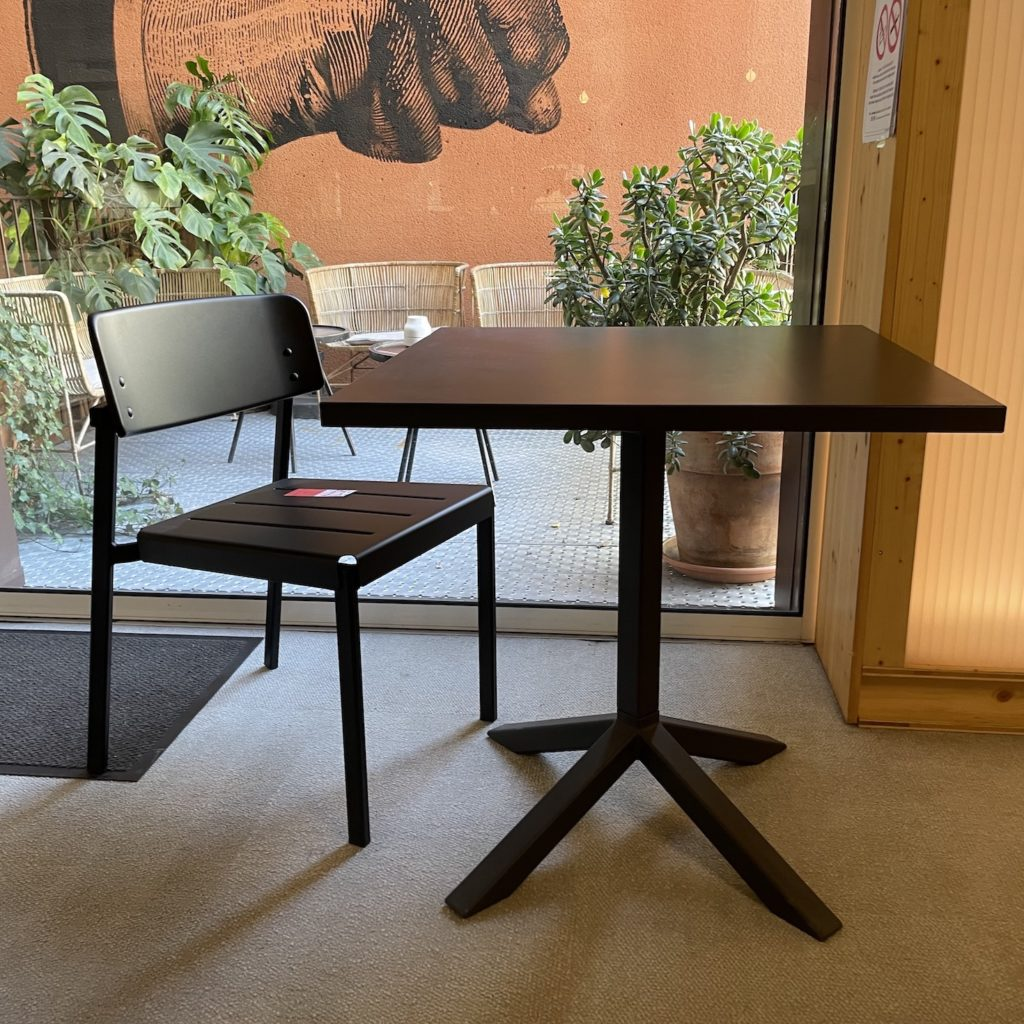 table exterieur noir funk Lammhults